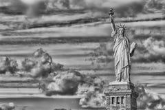 New- Yorkfreiheitsstatue vertikales Schattenbild b&w Lizenzfreies Stockbild