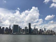 New- Yorkhimmel-Linie Meerblick stockbild