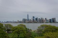New- Yorklower manhattan-Skyline von Ellis Island Lizenzfreie Stockfotografie