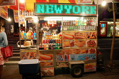 New- Yorknahrungsmittelwagen nachts lizenzfreies stockfoto