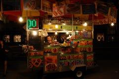 New- Yorknahrungsmittelwagen nachts stockfotografie