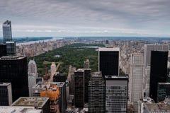 New- Yorkskyline von Manhattan und von Central Park, wie von einem Höhepunkt als Vogelperspektive gesehen stockfoto