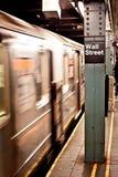 New- Yorkuntergrundbahn, Street-Station Stockfoto
