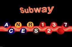 New- Yorkuntergrundbahnzeichen getrennt auf schwarzem Hintergrund Stockfoto