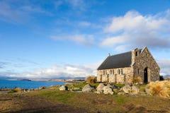 New Zealand湖侧视图教会 图库摄影