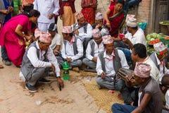 Newar män spelar traditionell Newar musik Royaltyfri Foto