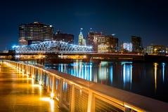 Newark NJ-cityscape vid natt Royaltyfria Bilder