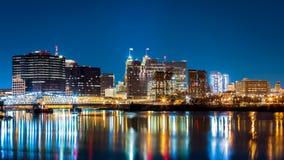 Newark NJ-cityscape vid natt Royaltyfri Fotografi