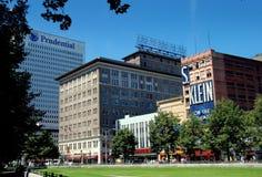 Newark, NJ: Edifícios da rua larga Imagem de Stock