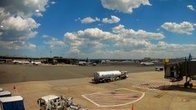 NEWARK, NJ - 07 JUNI: Einda van Newark Liberty International Airport in New Jersey aan vliegtuigen van Continentaal en stock video