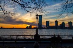 Newark-Skyline bei Sonnenuntergang Stockbild