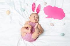 Newborn младенец с пузырем речи Стоковые Изображения