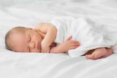 Newborn младенец на одеяле стоковое фото