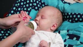 Newborn младенец плачет акции видеоматериалы
