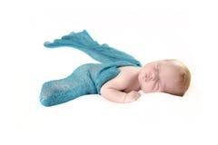 Newborn ребёнок с голубым обручем Стоковые Изображения