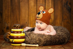 Newborn baby in a knitted cap bears. Stock Photos