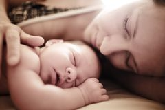 Newborn baby sleeping. With mother. Shallow DOF Royalty Free Stock Photos