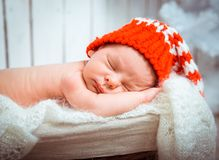 Newborn sleeps in santa hat Stock Photos