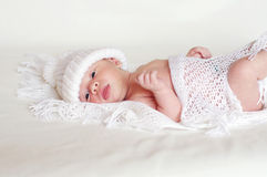 Newborn in white knitted hat Royalty Free Stock Images