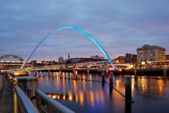 Newcastle au crépuscule image stock