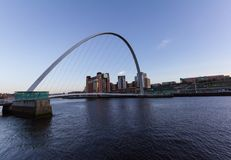Newcastle-Kai-Gateshead-Jahrtausend-Brücke und die Ostsee herein Lizenzfreie Stockfotografie