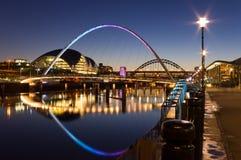 Newcastle kaj på natten Arkivbilder