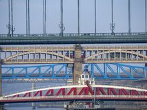 Newcastle na Tyne, Anglia, Zjednoczone Królestwo Mosty nad rzecznym Tyne przy różnymi poziomami zdjęcie stock