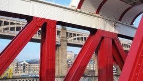 Newcastle na Tyne, Anglia, Zjednoczone Kr?lestwo Hu?tawkowy most jest hu?tawkowym mostem nad Rzecznym Tyne zdjęcie stock