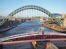 Newcastle na Tyne, Anglia, Zjednoczone Kr?lestwo Tyne i Hu?tawkowi mosty nad Rzecznym Tyne zdjęcie royalty free