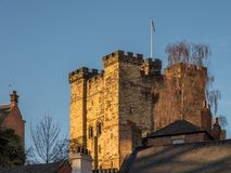 NEWCASTLE OP DE TYNE, DE TYNE EN WEAR/UK - 20 JANUARI: Zonsondergang over Stock Fotografie