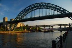 Newcastle op de Tyne, het UK, door zonsondergang Stock Afbeelding