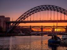 NEWCASTLE PÅ TYNE, TYNE OCH WEAR/UK - JANUARI 20: Solnedgång över arkivfoto