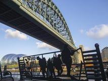 Newcastle sopra Tyne, Inghilterra, Regno Unito Il ponte di Tyne sopra il fiume Tyne che collega Newcastle sopra Tyne e Gateshead immagine stock