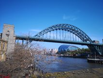 Newcastle sur le bord du quai de Tyne photo libre de droits