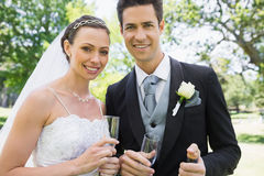 Newly wed couple holding champagne glasses Royalty Free Stock Images