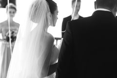 Newlywed couple happy husband and beautiful brde under wedding a. Rbor b&w Stock Photography