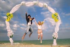 Newlywed couple in Hawaiian Hula Royalty Free Stock Photography
