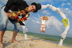Newlywed couple in Hawaiian Hula Royalty Free Stock Photos
