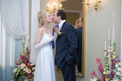 Newlyweds kissing Royalty Free Stock Photography