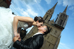 Newlyweds kissing in city Royalty Free Stock Photo