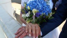 newlyweds Noivo e noiva Recém-casados casados Apenas casado vídeos de arquivo