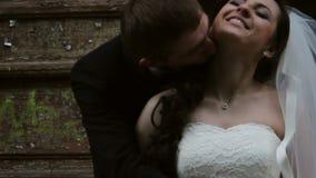 newlyweds O noivo beija a noiva filme