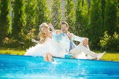 Newlyweds splashing Royalty Free Stock Photos