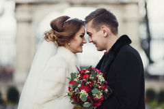 Newlyweds stand freezing in the park Royalty Free Stock Photo