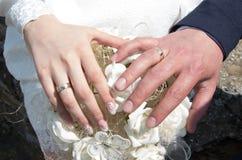 newlyweds Verplichting, geluk en liefde royalty-vrije stock foto