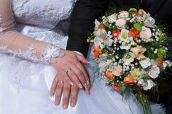 newlyweds Verplichting, geluk en liefde royalty-vrije stock fotografie
