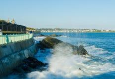 Newport Cliff Walk Surf foto de stock royalty free