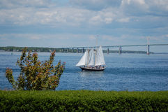 Newport most i żeglowanie łódź Obraz Royalty Free