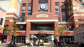 Newport Pier Newport Kentucky - NEWPORT, Kentucky Estados Unidos almacen de metraje de vídeo