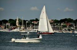 Newport, RI: Żaglówki na Narragansett zatoce Zdjęcia Stock